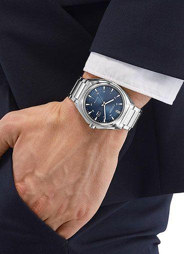 Uhr am Handgelenk